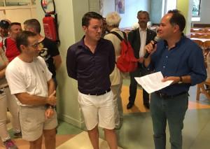 Nous remercions Monsieur le Maire, Grégoire de la Roncière, d'être venu nous saluer (de gauche à droite : Christophe, Fabien et M. le Maire).