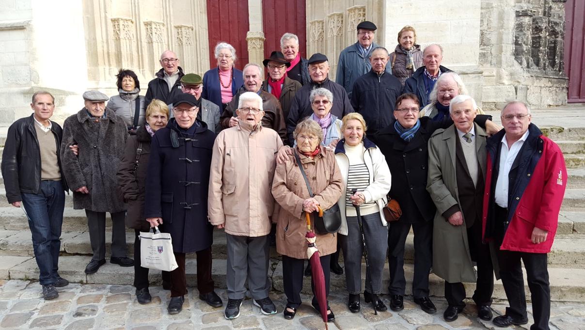Les participants se sont regroupés sur le parvis devant la cathédrale. Une courte visite de cet édifice remarquable s'imposait avant un sympathique déjeuner