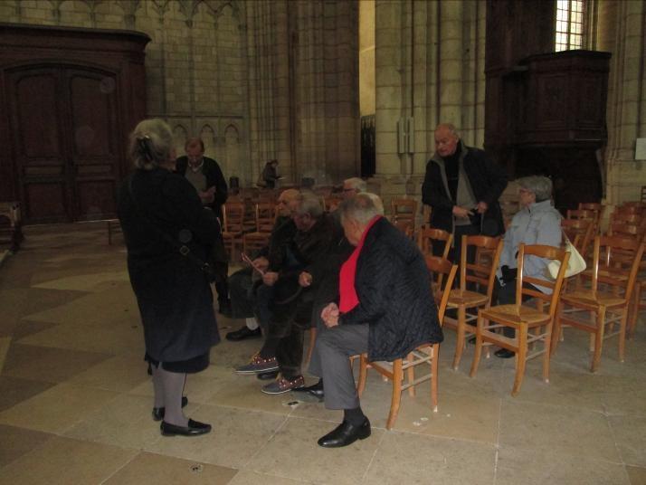 Assis à l'extrême gauche, le doyen du groupe, 92 ans, a effectué tout le circuit , sans faiblir...